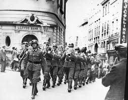 german-troops-on-streets-st-helier-1